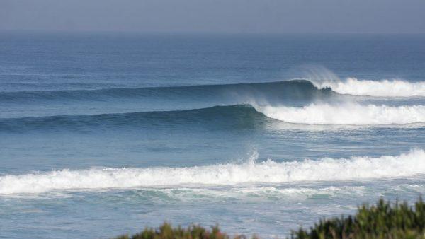 Ondas quebrando numa praia ao Norte do Baleal.
